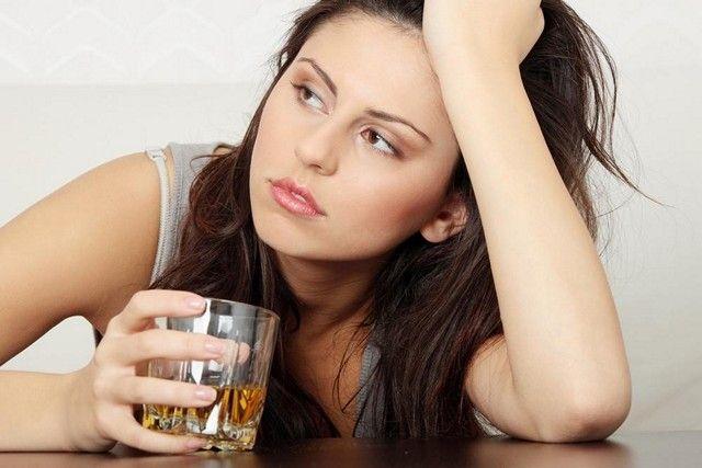 Употребление алкоголя опасно для женщины